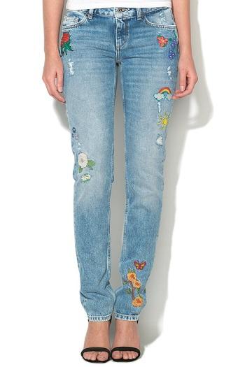 Jeansi bleu cu broderii florale Magnetic
