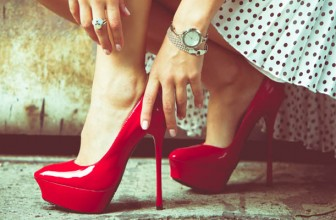 Pantofi Stiletto Rosii Cu Toc Cui si Varf Ascutit din Colectia 2017