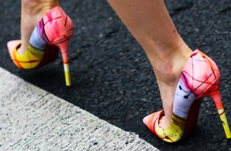 Pantofi Stiletto Colorati: Rosii, Roz, Verzi, Albastri, Corai, Mov, Galbeni